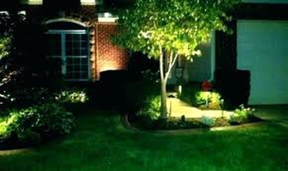 Adorable front yard lighting ideas for your summer night vibe 26