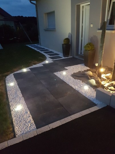 Adorable front yard lighting ideas for your summer night vibe 41