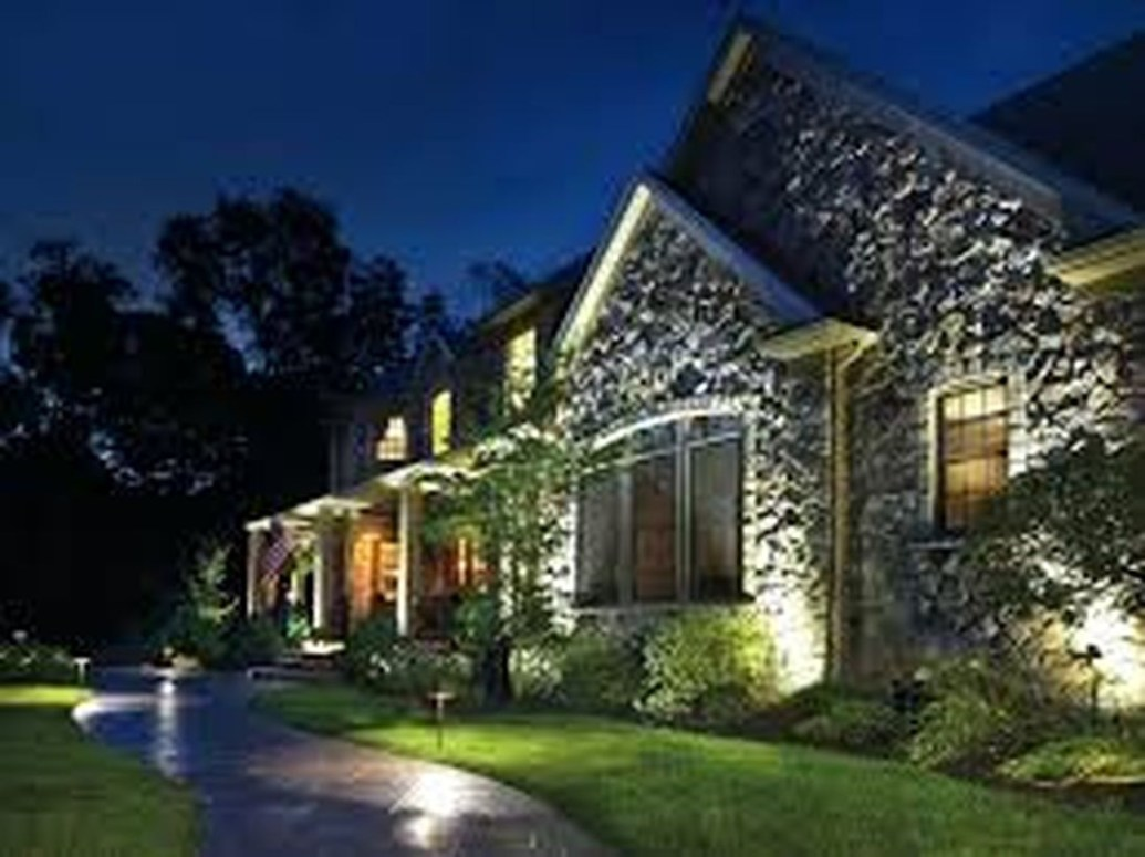 Adorable front yard lighting ideas for your summer night vibe 48
