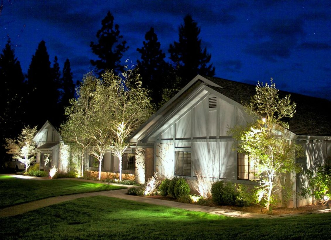 Adorable front yard lighting ideas for your summer night vibe 57
