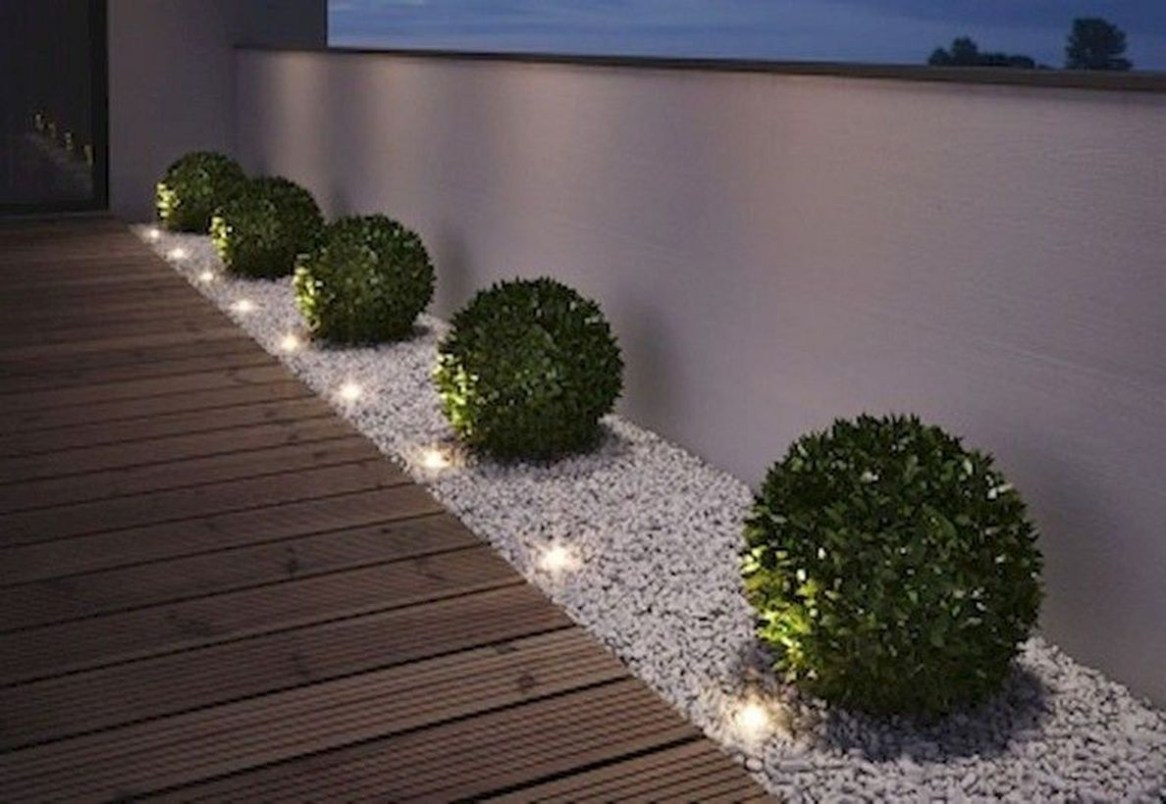Adorable front yard lighting ideas for your summer night vibe 61