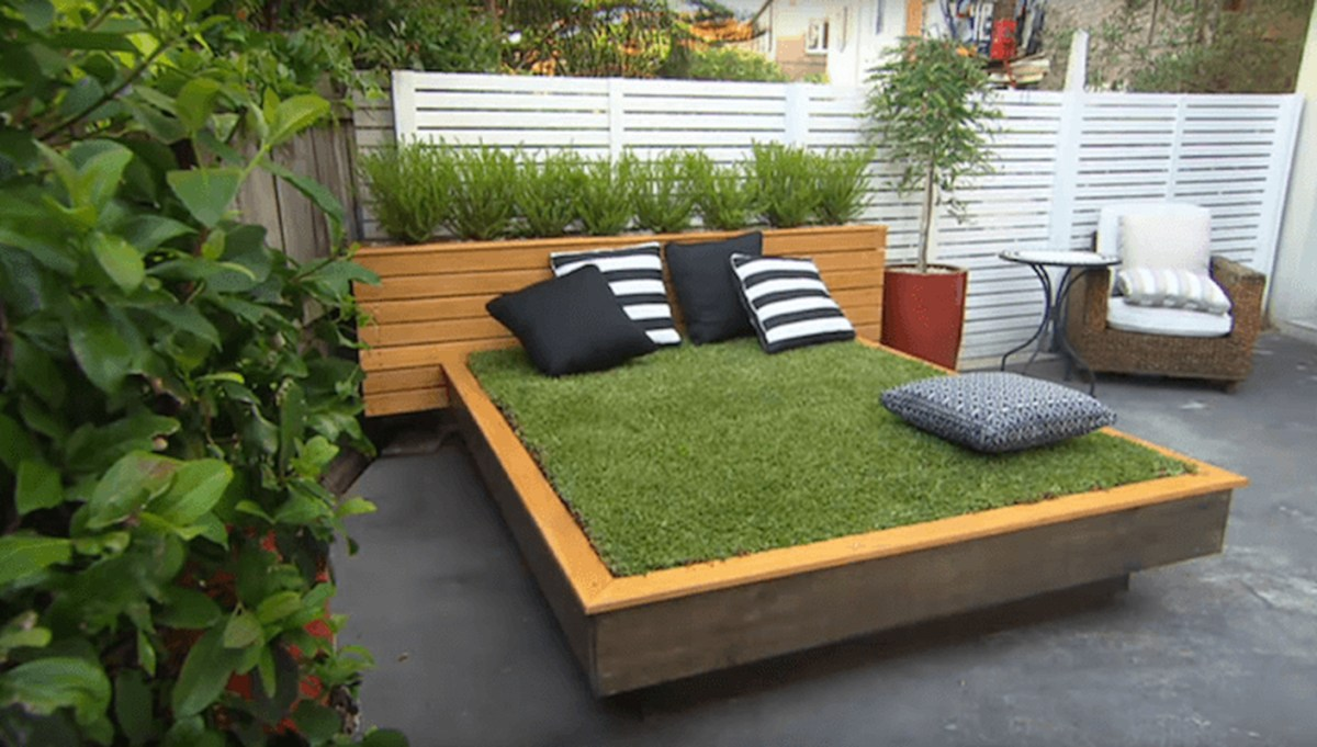 An awesome garden furniture with bed of grass outdoor billet which is suitable for this summer