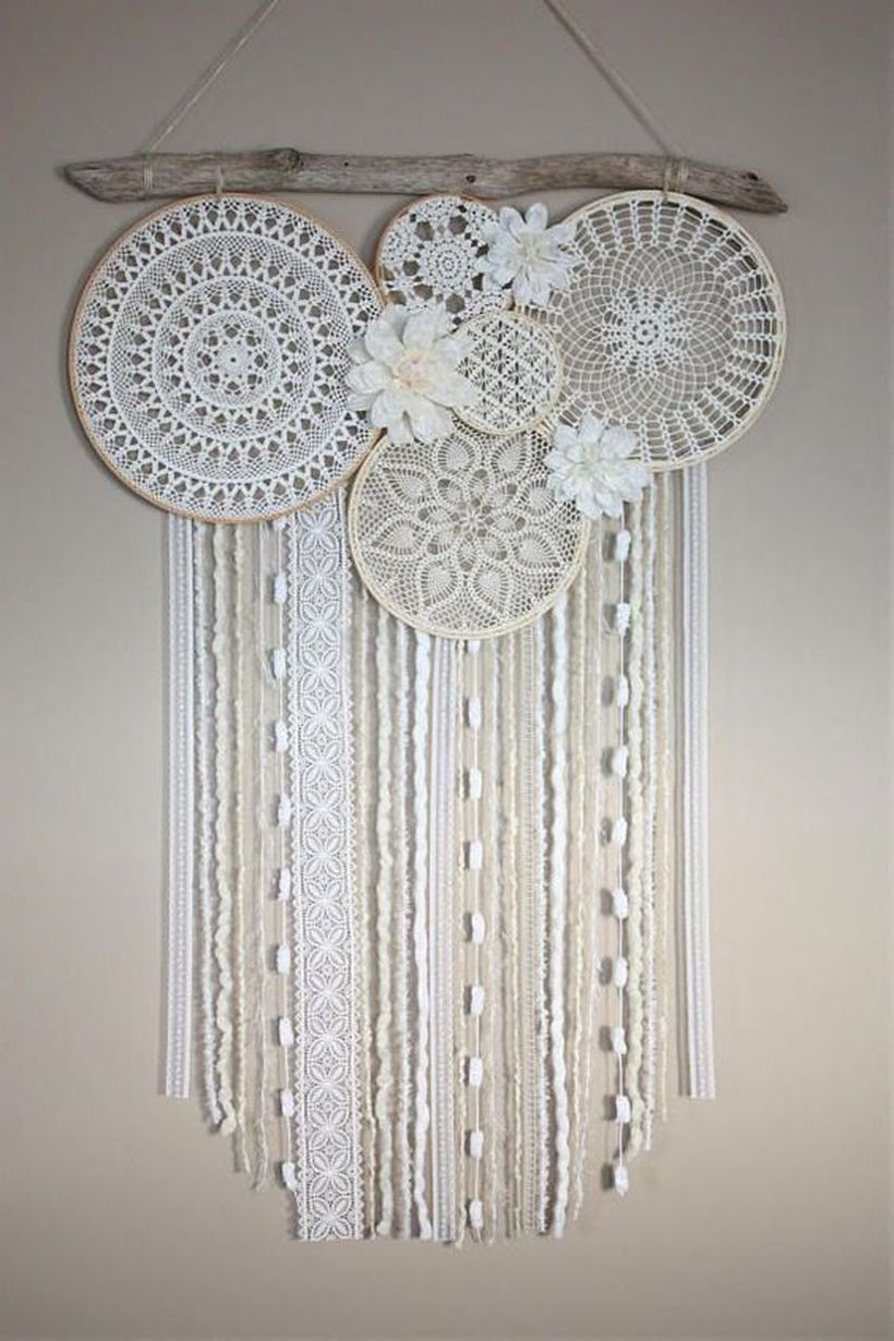 An exciting natural ornament elements for summer with dream catcher wall hangings and classic white cream nuances
