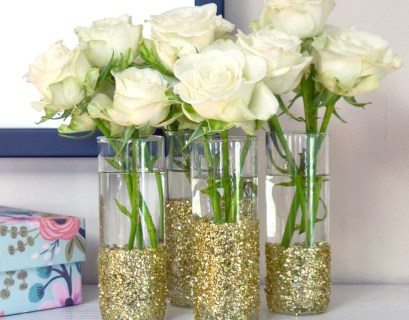 Diy glass vase ideas with tube shape, clear glass, sparkling gold color ornaments, to make room more beauty