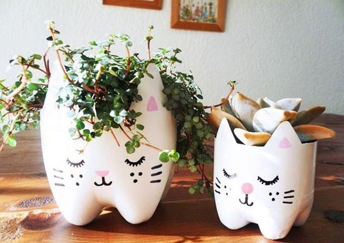 Small diy plastic bottle cat vase with white color to complete your living room