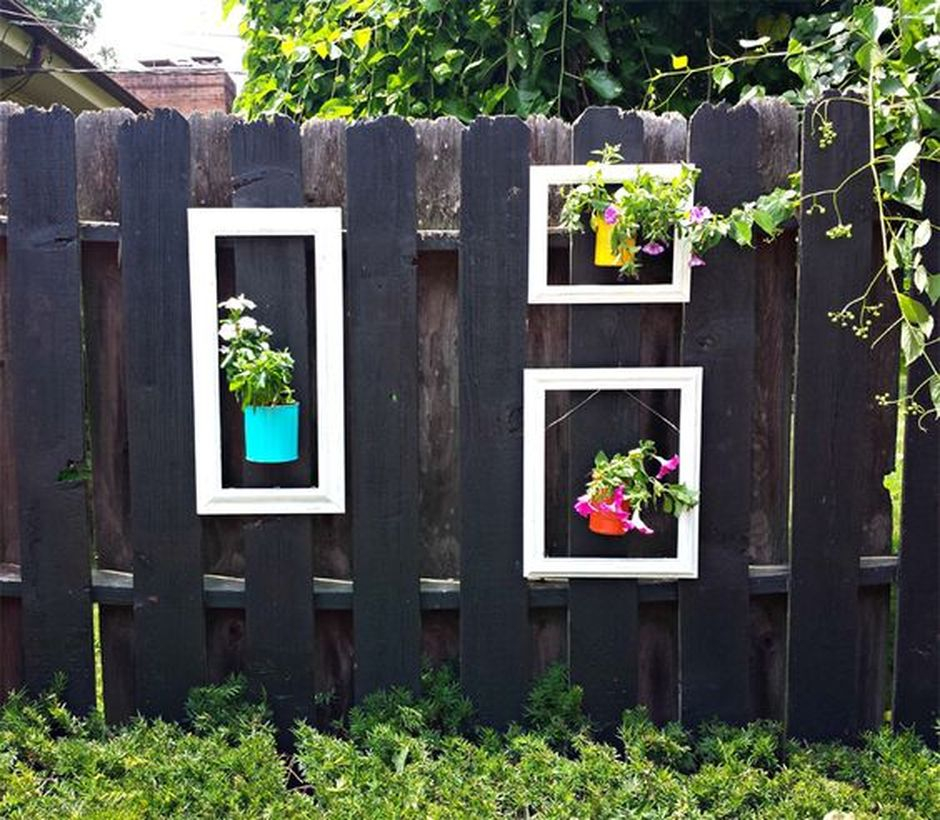A creative plant decoration for fence with upcycled tin can that gives a beautiful way to decorate your fence with living flowers and it is a very easy project to complete.