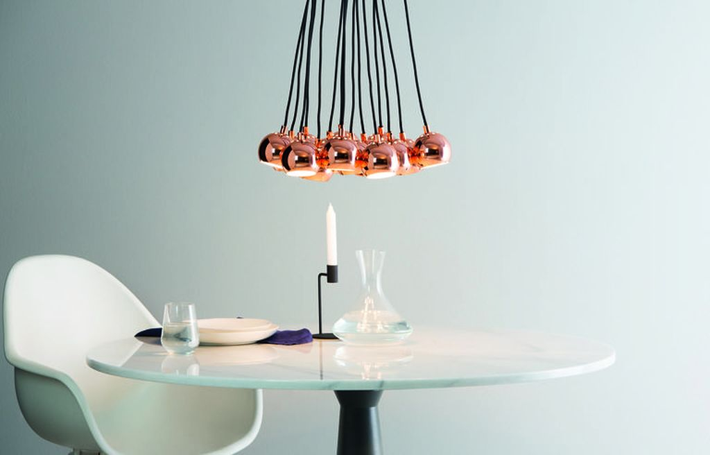 An amazing copper pendant lights combined with white round table and white chair to perfect your home design