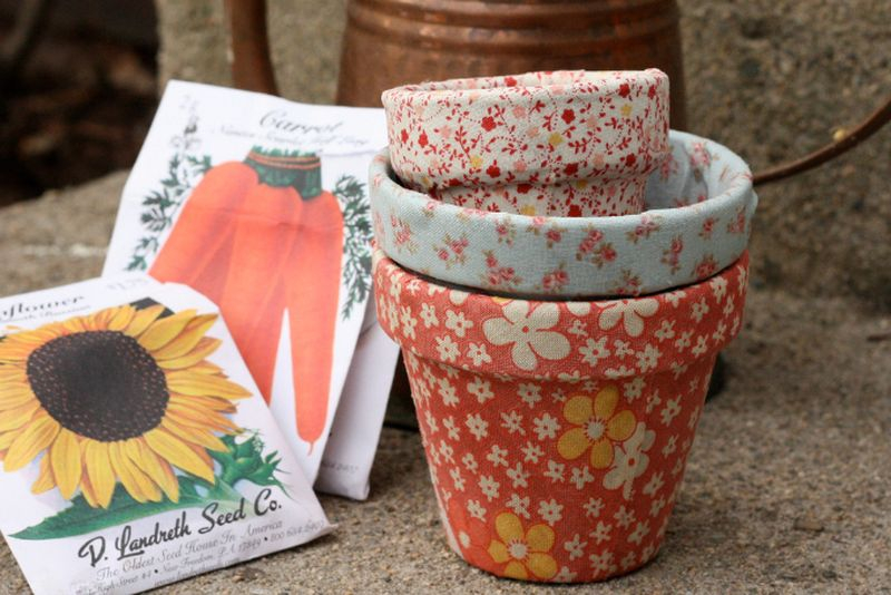 An awesome plastic terracotta pots with floral pattern to beautify your garden
