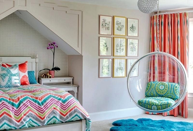 Beautiful bedroom decoration combined with gold frame gallery wall to complete your teen girl bedroom