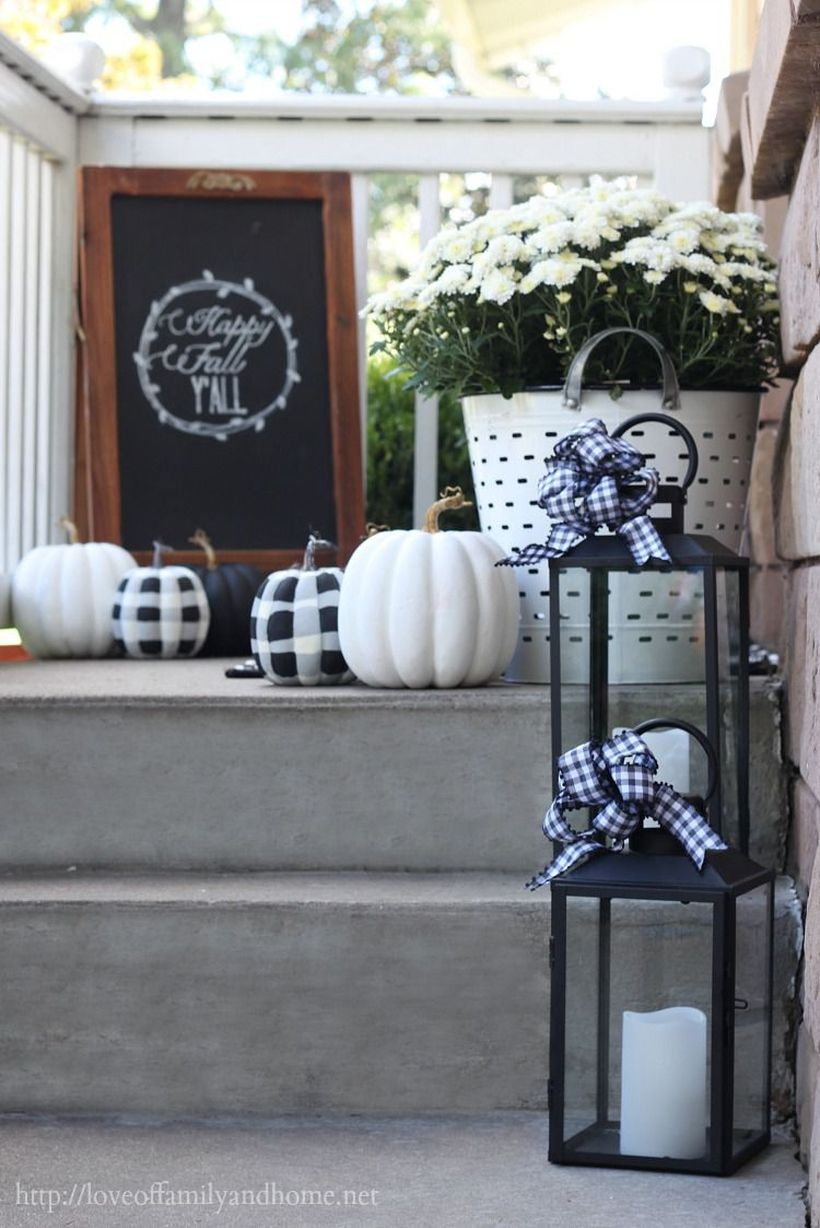 Beautiful porch ideas fall welcome signs with wooden slats, white pumpkin, white flower in white pot and ribbon lamp candle