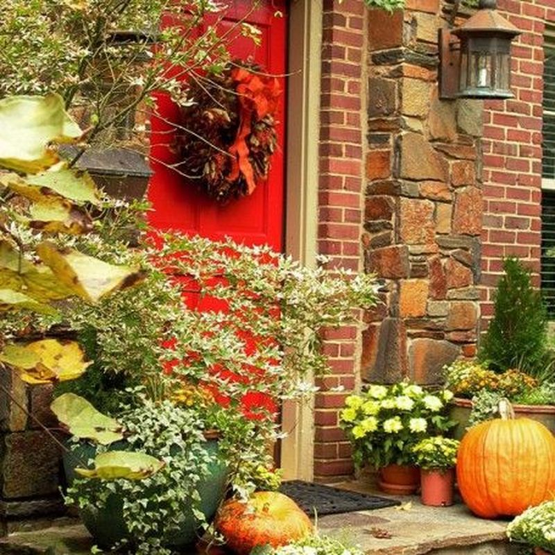 Cozy porch decoration ideas to match any home styles this fall 28