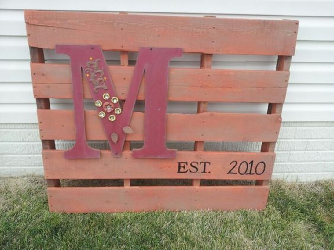 Diy pallet board with wooden pallet would be great for decorating your home