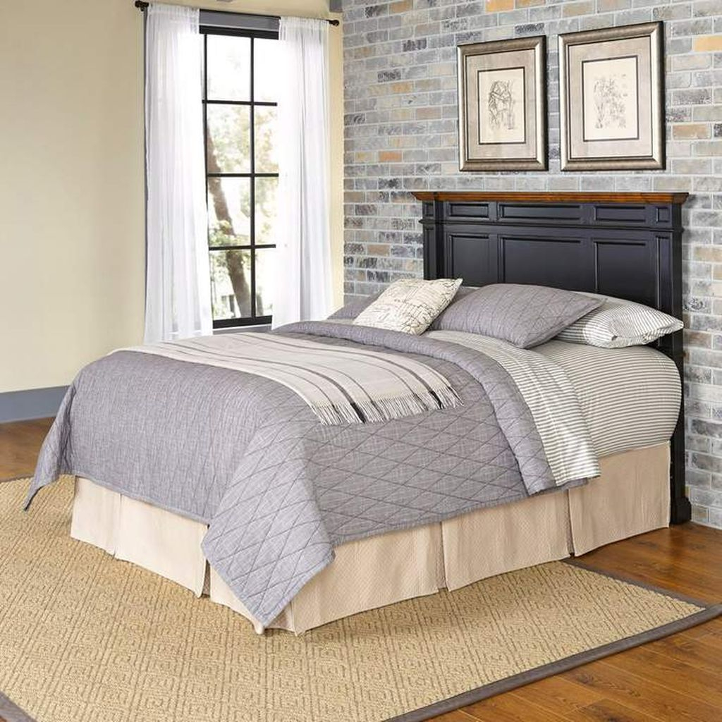 Dark headboard to complete your small bed
