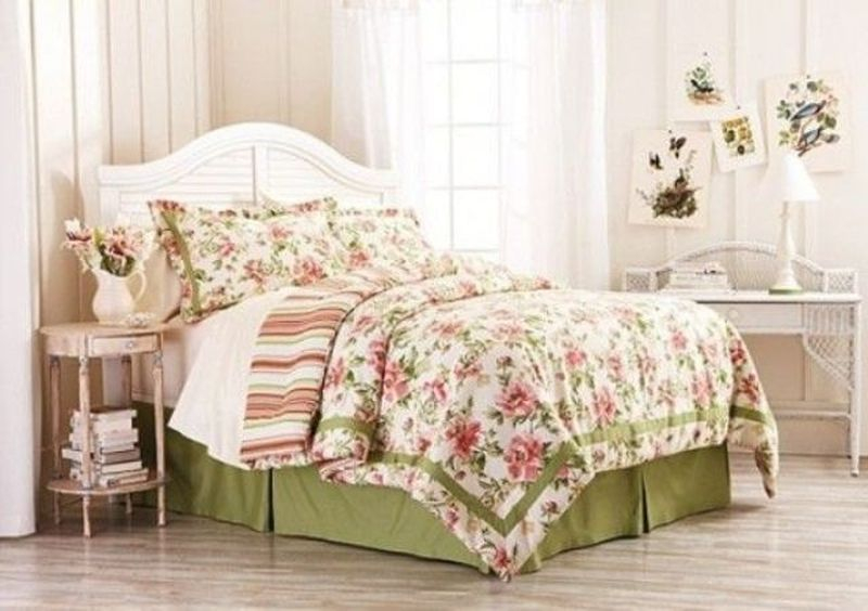 Lovely bedroom decoration combined with vase flower ornament to perfect your teen girl bedroom