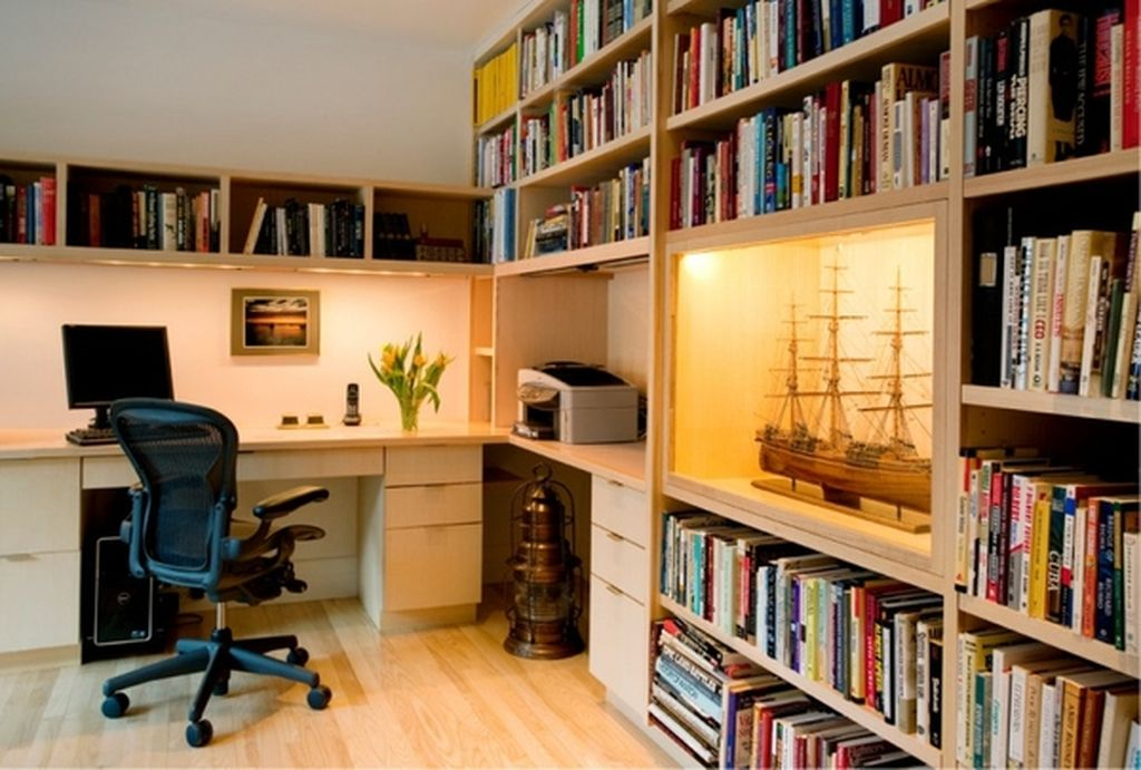 Modern home office which has a library made in the bookshelves inside to make an elegant your home office