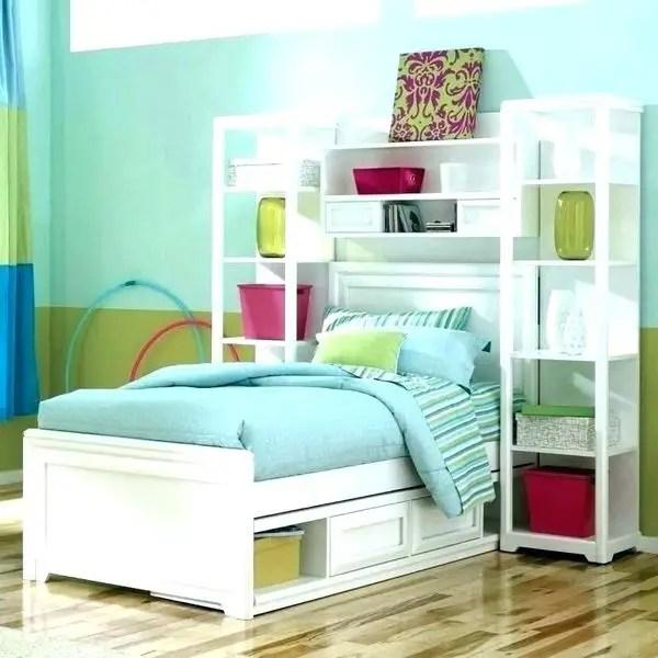 Modern teen bedroom design with diy shelves to organize your bedroom