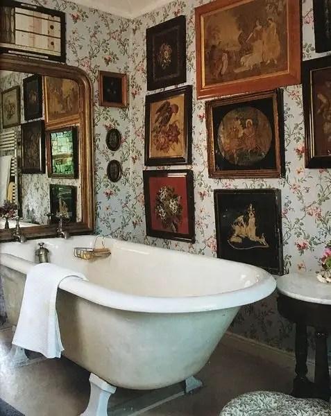 Walls gallery to complete your bathroom design