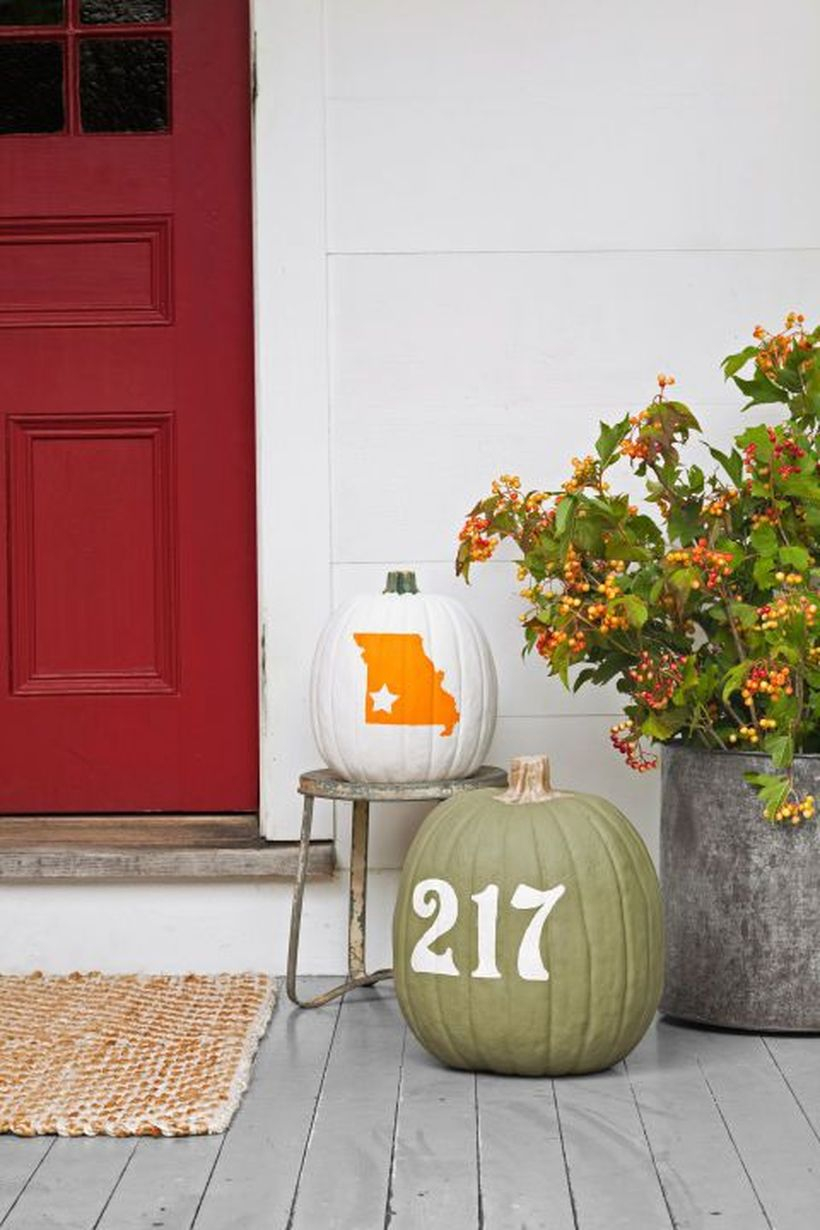 Fall porch decorating ideas with pumpkin decoration for house number