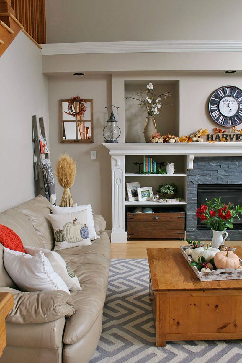 Simple living room decoration with pumpkin decoration on coffee table, houseplants and modern fire pit you must try