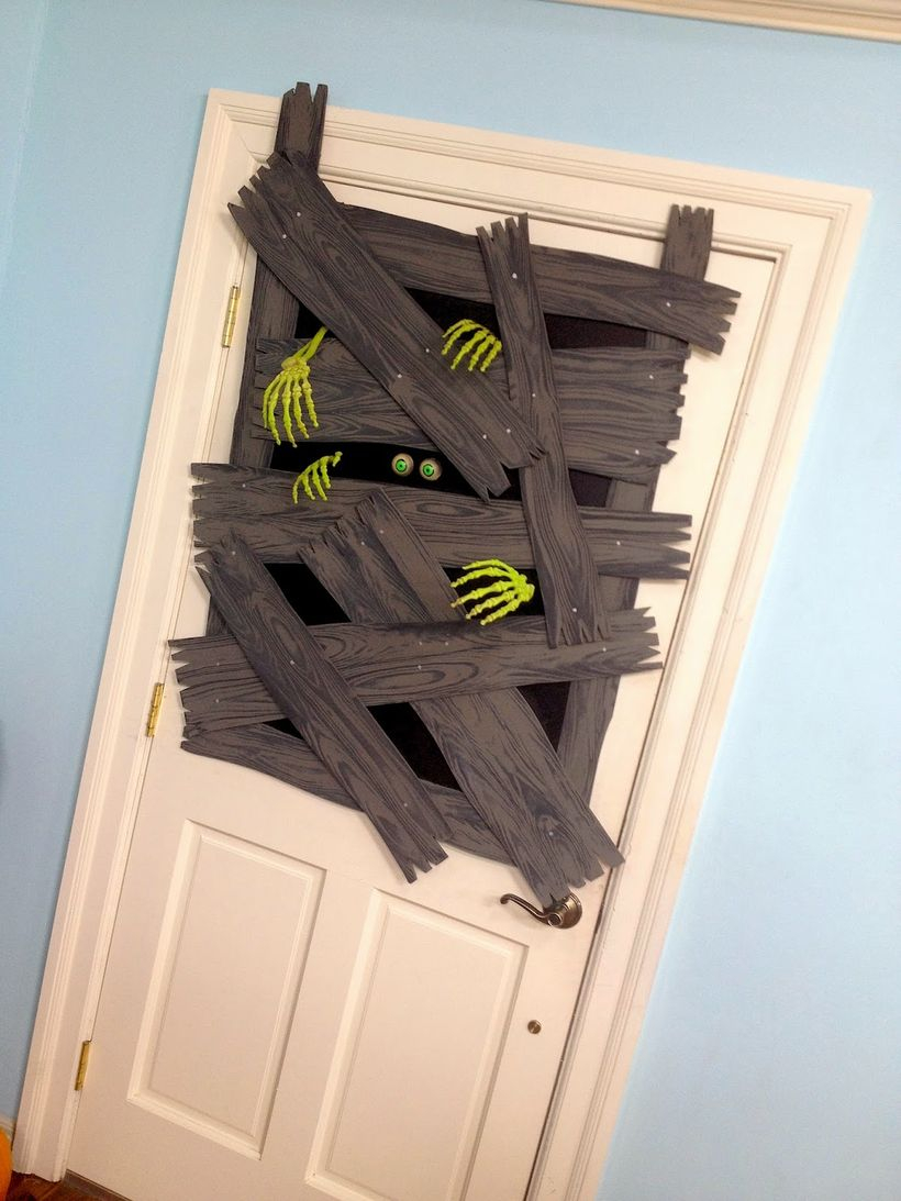 Brains halloween door decoration
