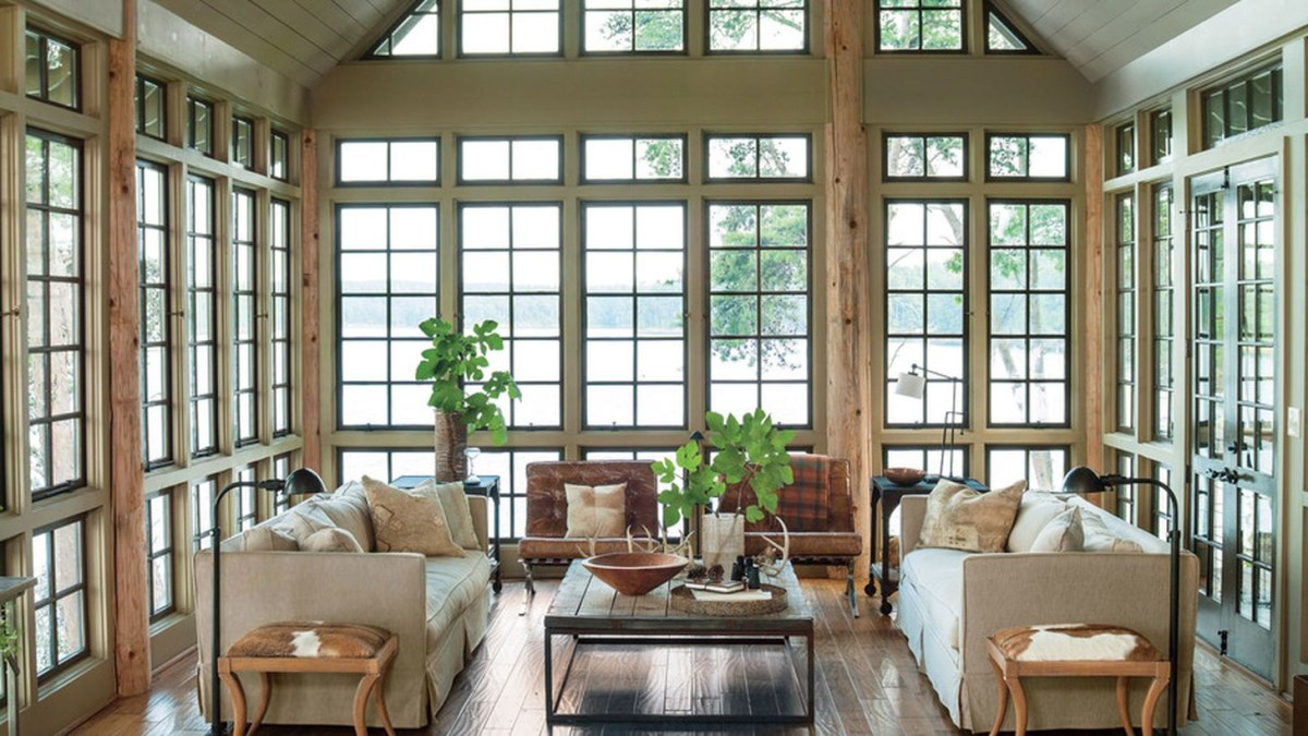 Decorating the interior of a lake house