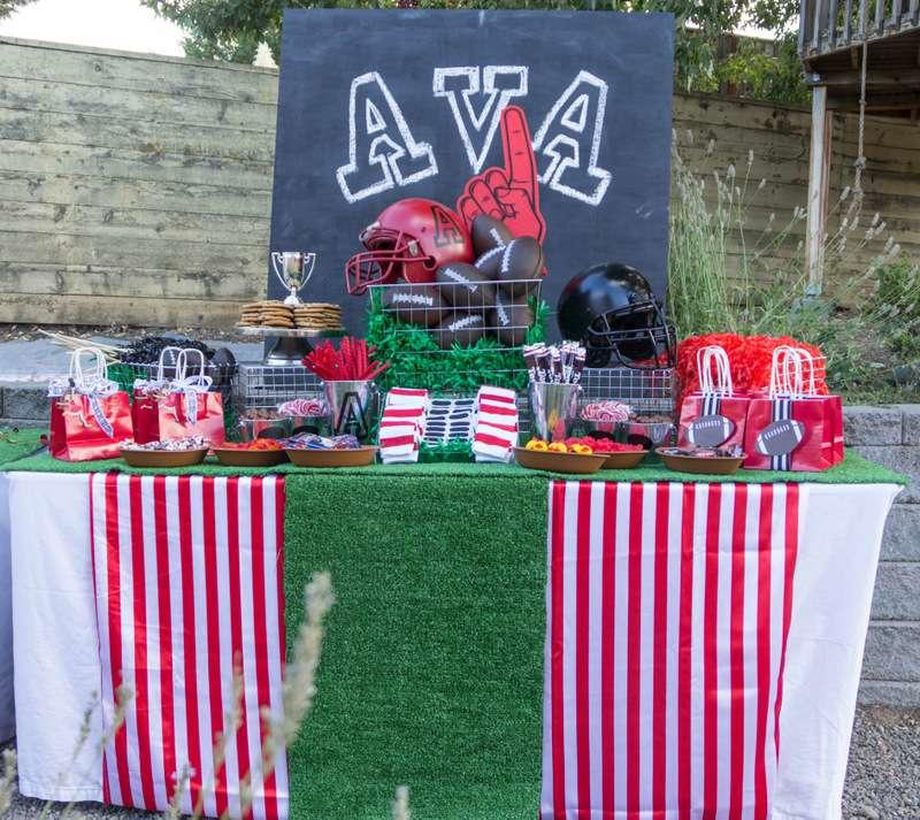 Inpiretable set birthday party decoration with the theme of the favorite sport that is cricket