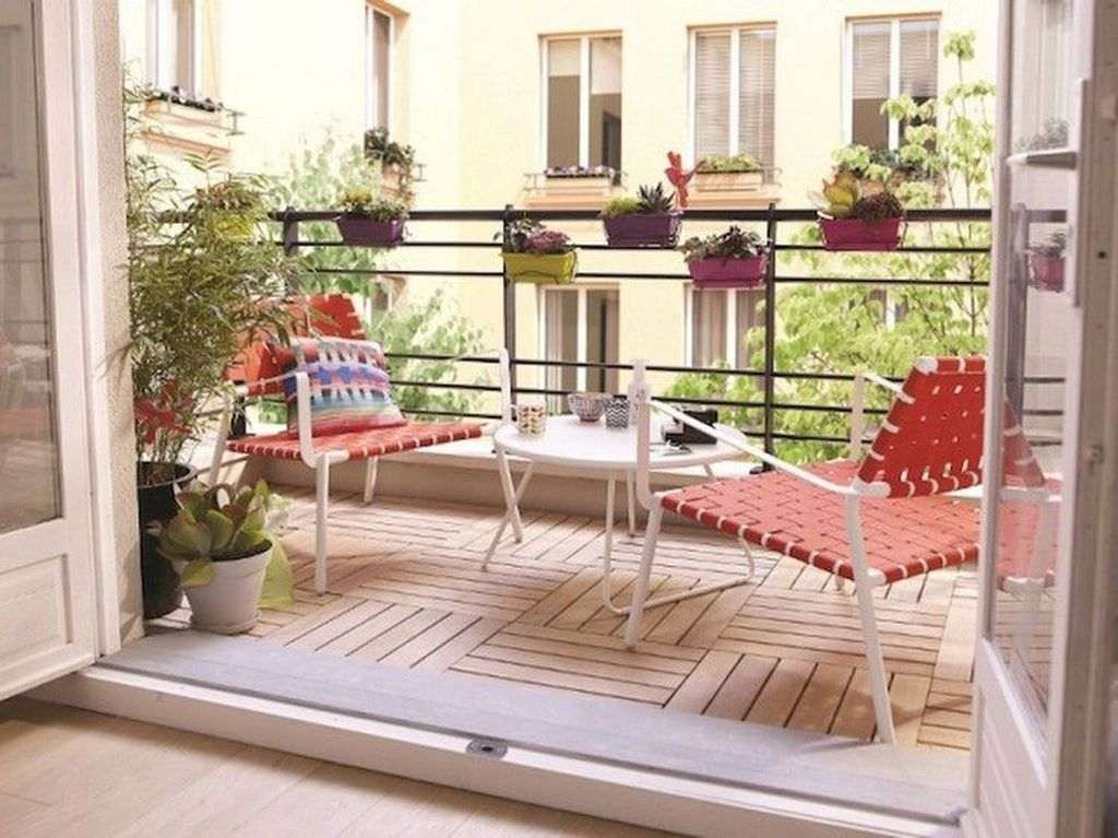 Red woven cahair to perfect your balcony