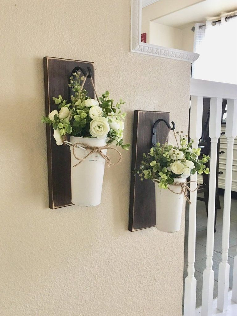 Wall decoration with flower