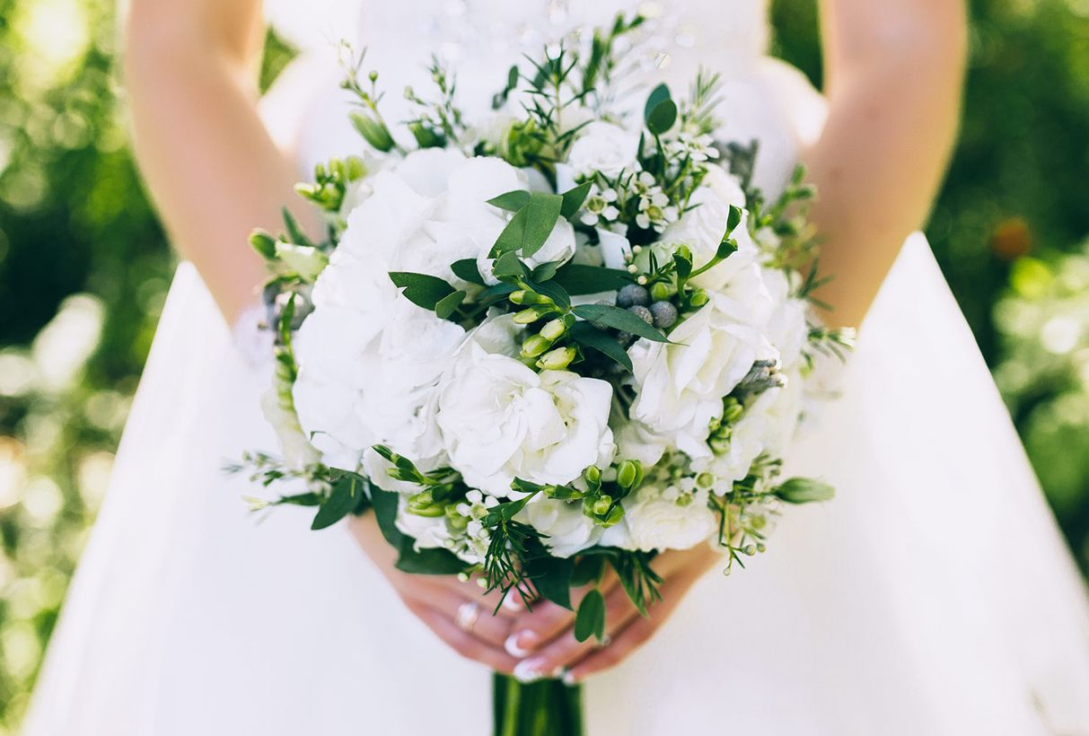 Flowers bouquet are perfect for the southern charm theme or summer wedding with flower gardenia to look fancy