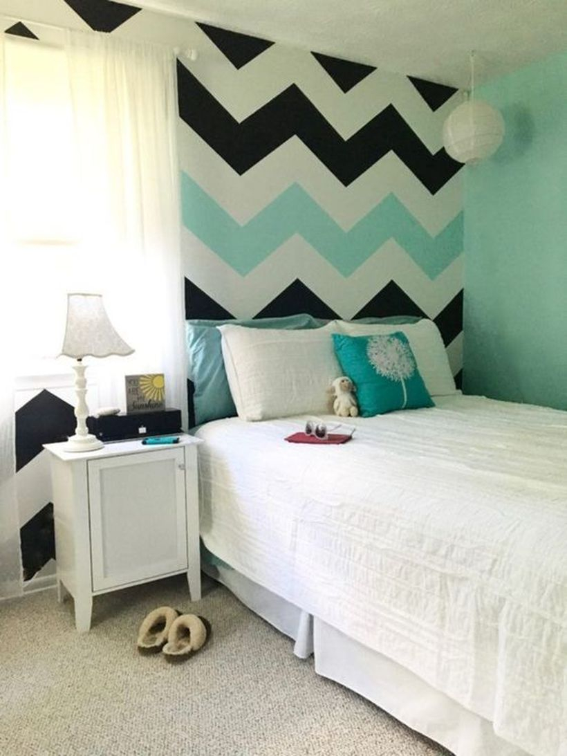 Gorgeous striped painted wall design for your bedroom to make your bedroom more amazing