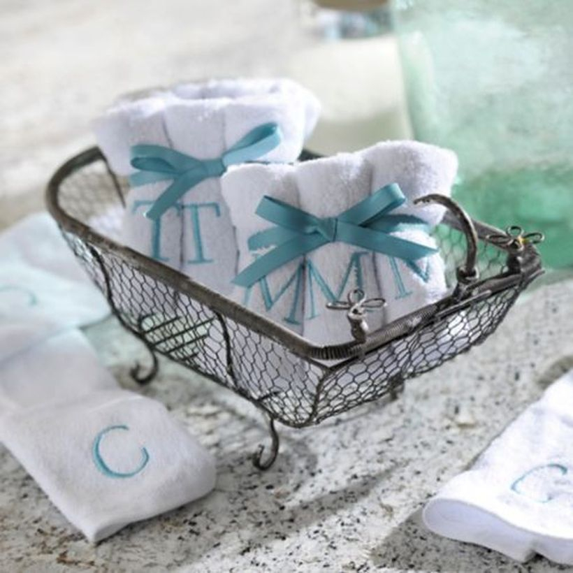 Iron basket to store small towels
