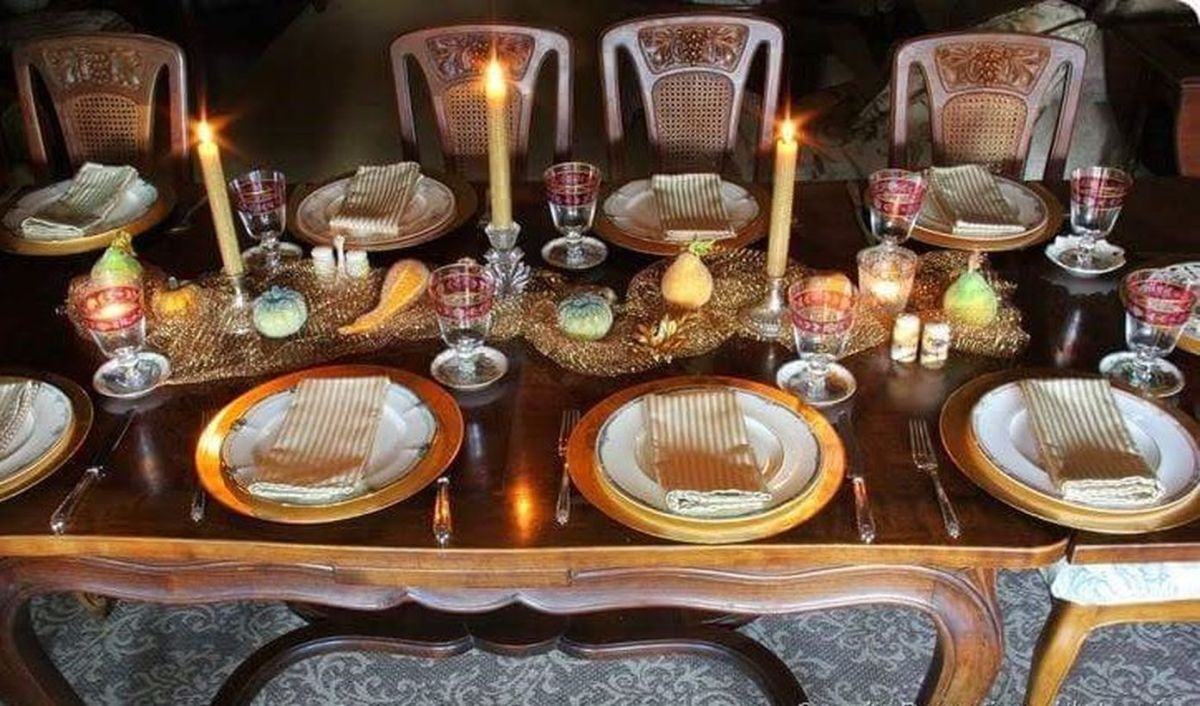 A-touch-of-gold-for-a-proper-thanksgiving-dinner.-