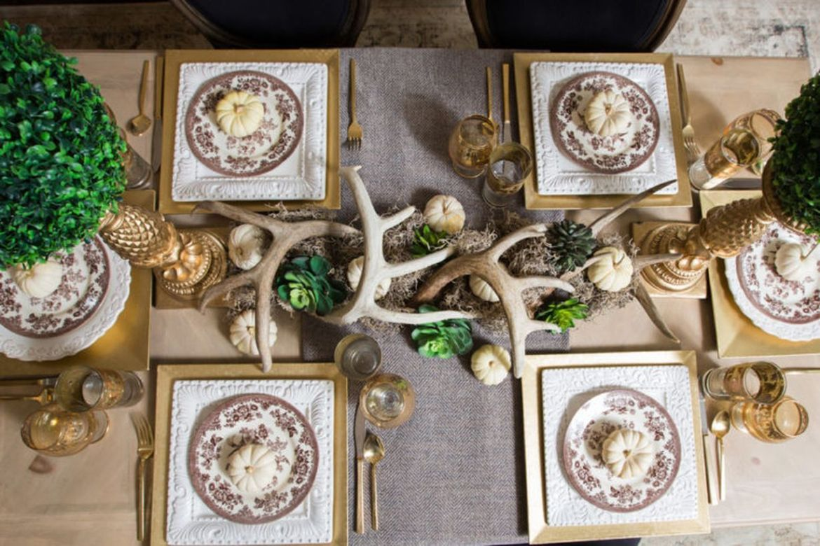 Burlap-or-wool-tweed-for-rustic-tablescapes.-