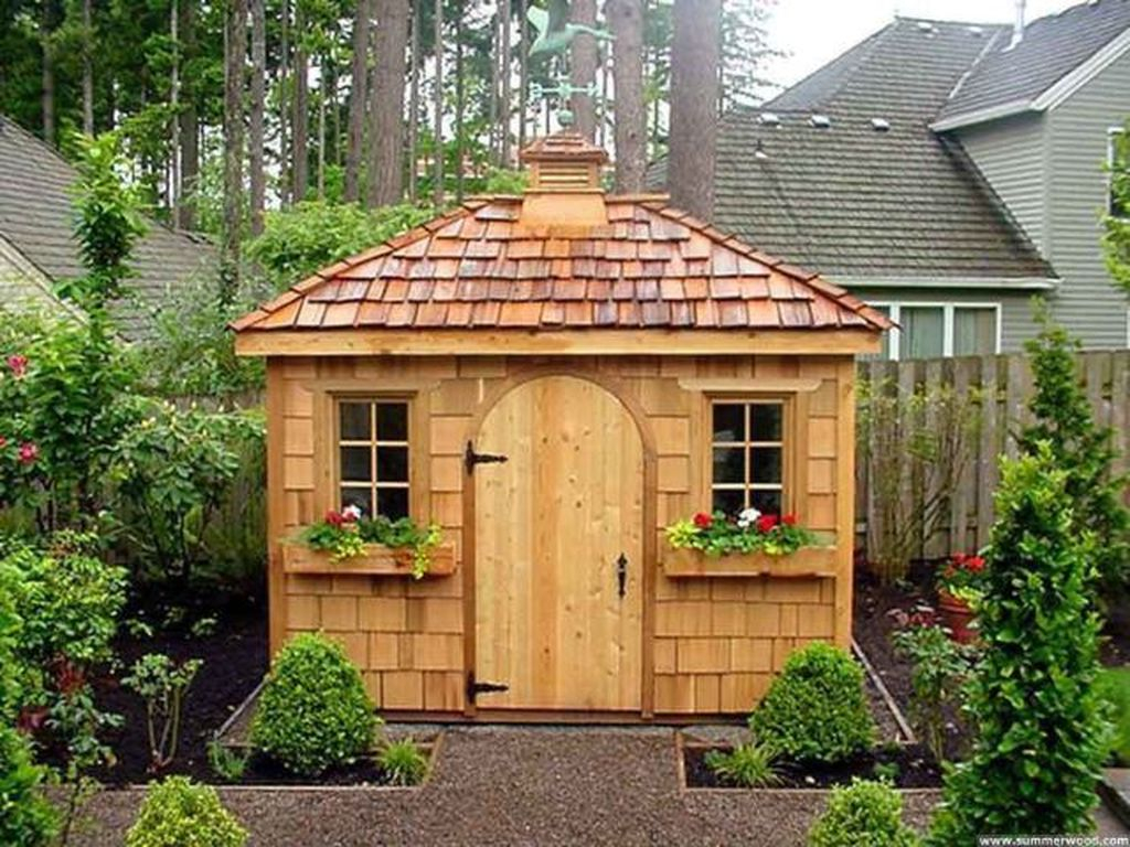 Simple wooden shed for gsrden