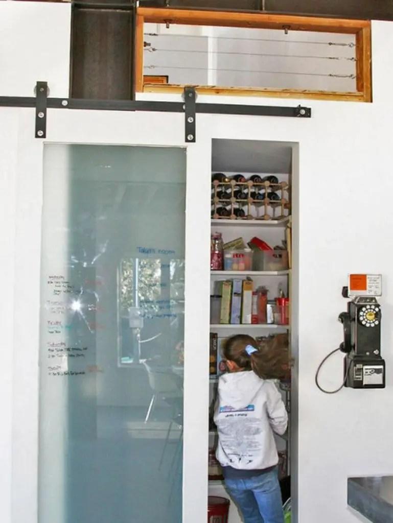 Sliding door to hide your pantry food