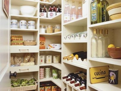 White shelves to perfect your pantry