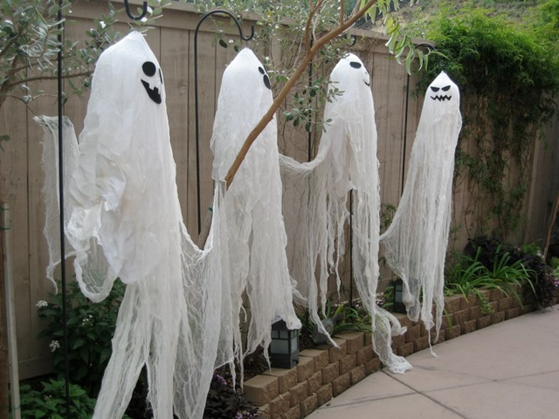 Creative outdoor halloween ghosts from cloth