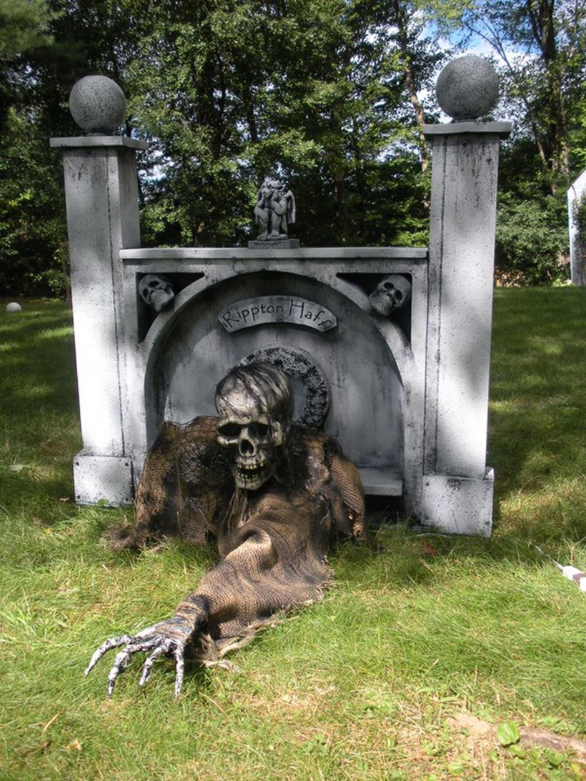 Creepy zombie halloween decoration for front yard