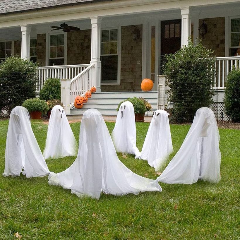 Decoration ghost on front yard