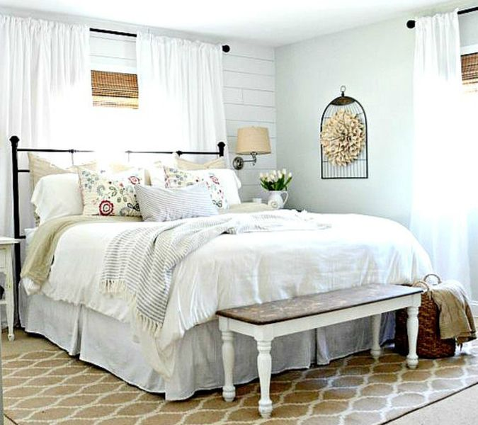 A-vintage-bench-and-a-forged-bed-plus-vintage-lamps-on-the-wall.-1