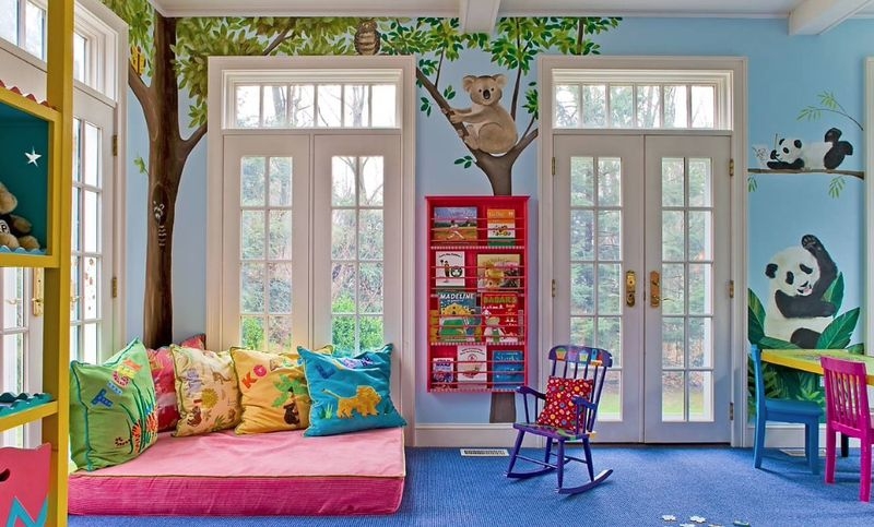 Blue-wall-mural-and-panda-for-kids-room.