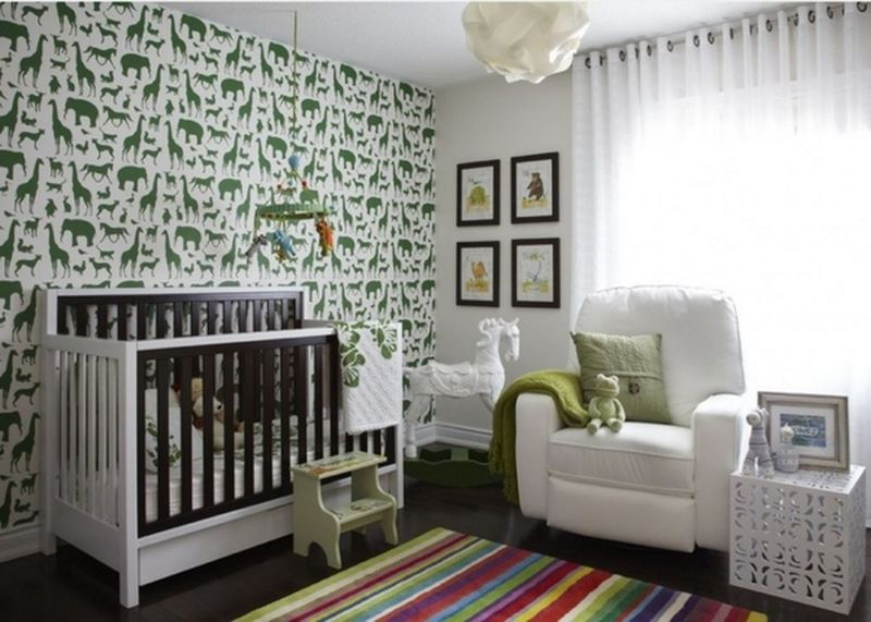 Green-animals-murals-and-wooden-beds-for-kids-room.