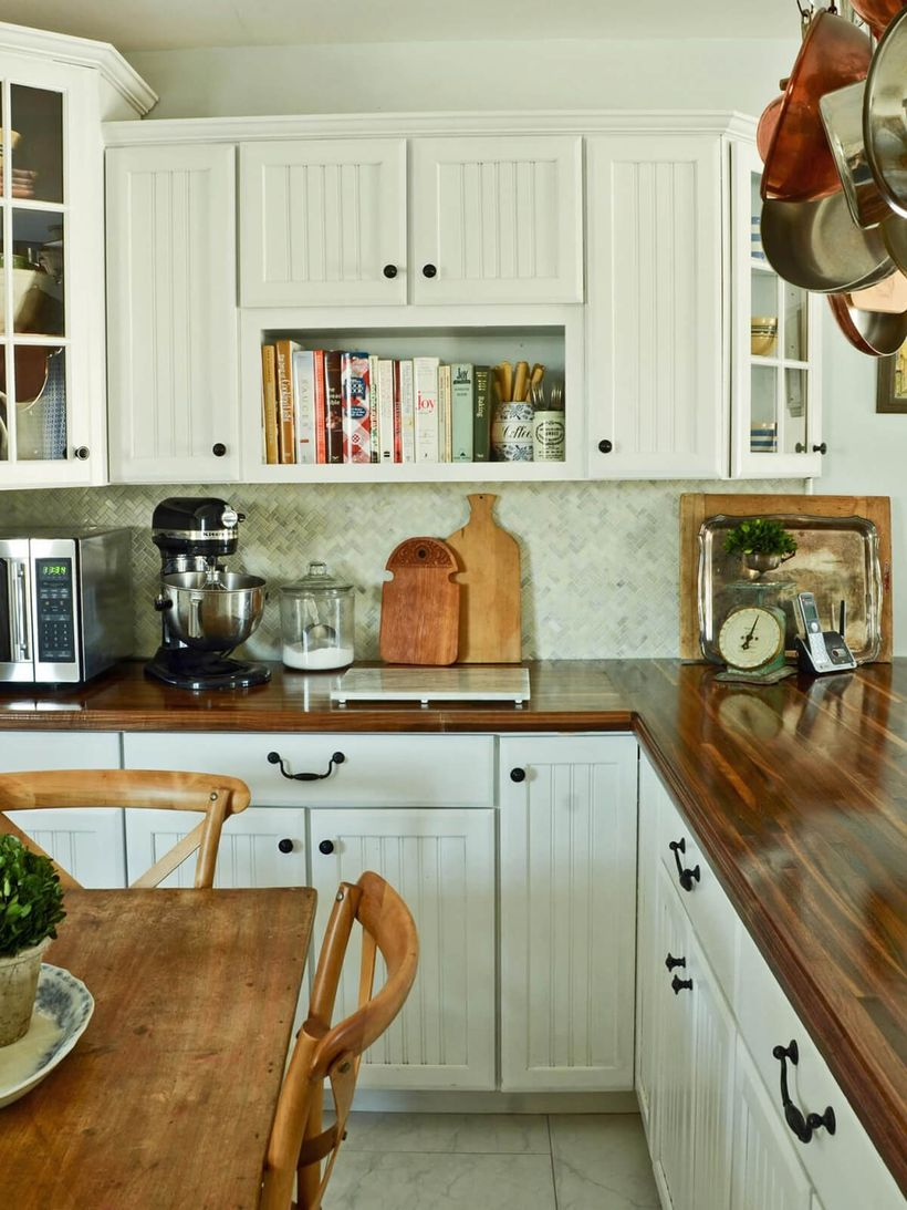 L-shaped-wooden-countertop-with-white-kitchen-cabinet