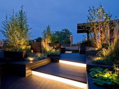 Linear-lighting-on-the-rooftop-with-wooden-pallet-floor-lights-added-to-the-stairs-to-light-up-when-you-walk-and-create-a-comfortable-atmosphere