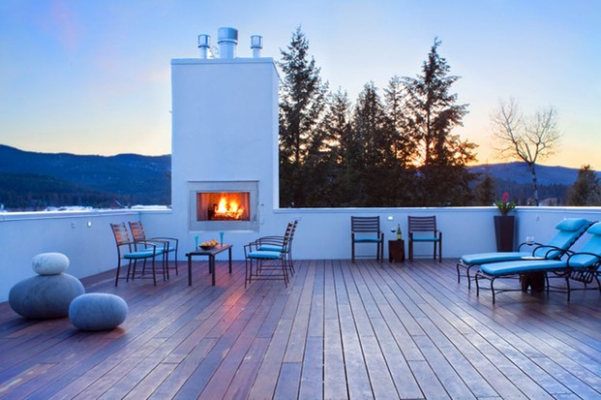 Inspired-fire-pit-at-the-corner-for-the-roof-top-with-iron-chairs-and-tables-for-casual-chatting-with-family