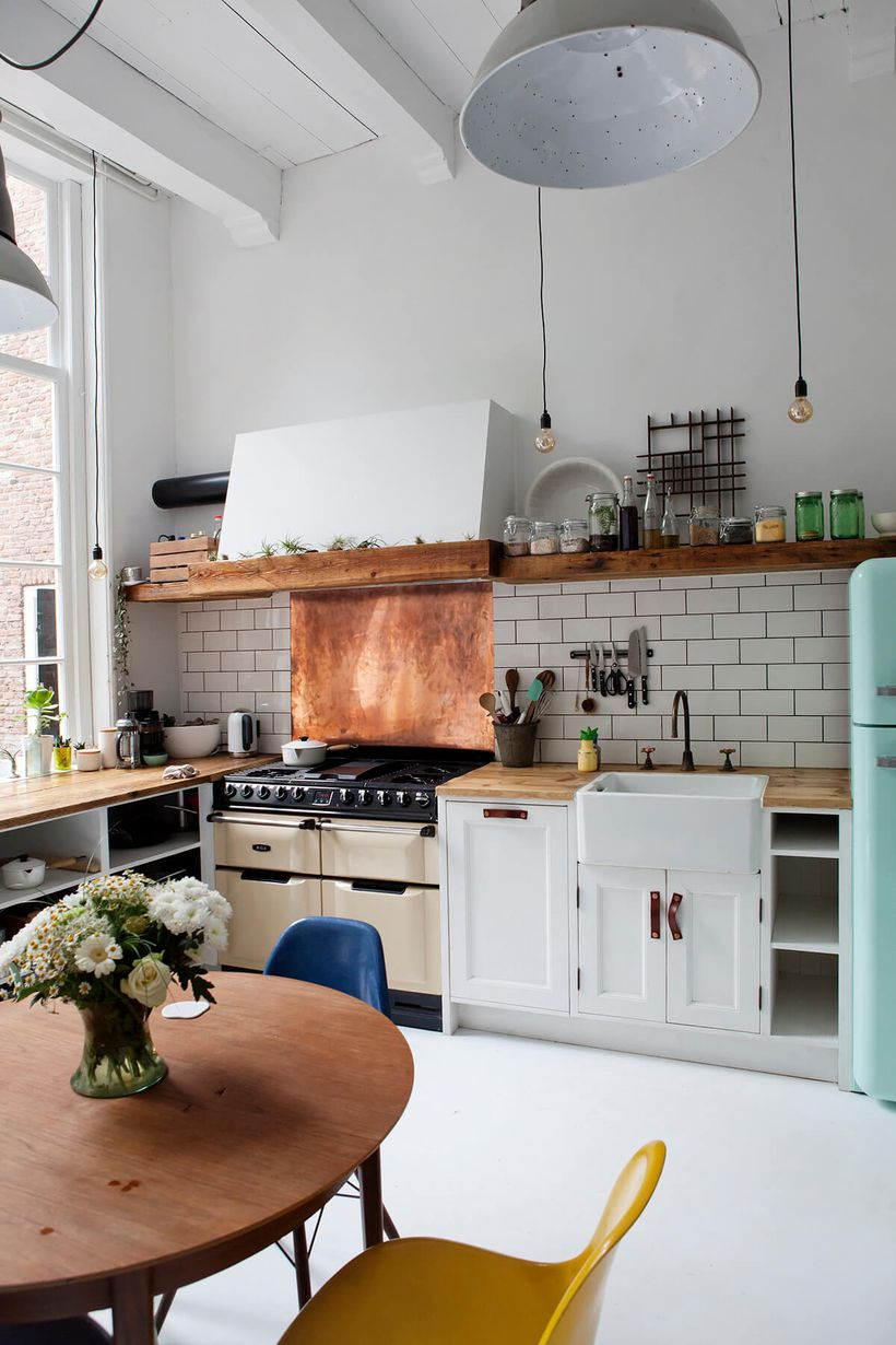Wooden-countertop-and-long-wooden-hanging-rack-to-store-a-variety-of-jars-to-store-kitchen-spices