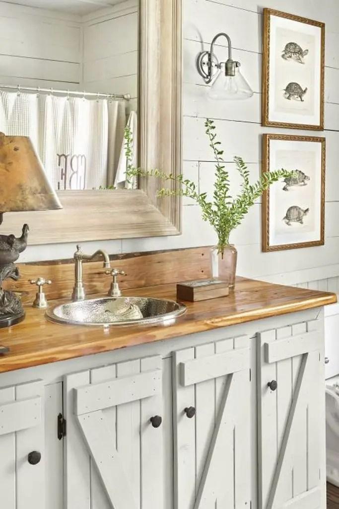 Bathroom design wirh wooden cabinets