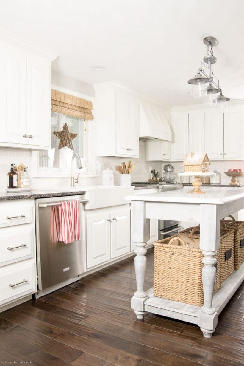 Farmhouse-christmas-kitchen-1