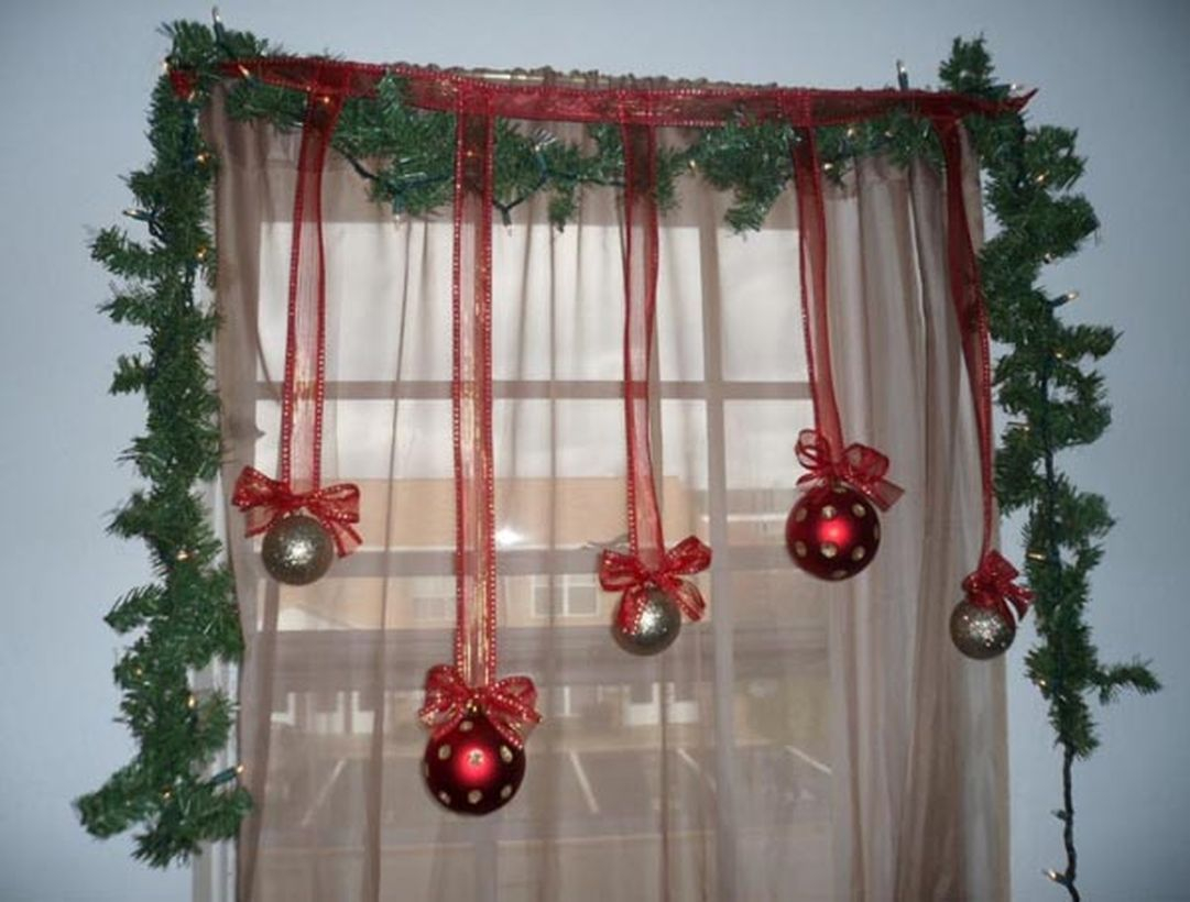 Green leaves with red and green hanging ideas