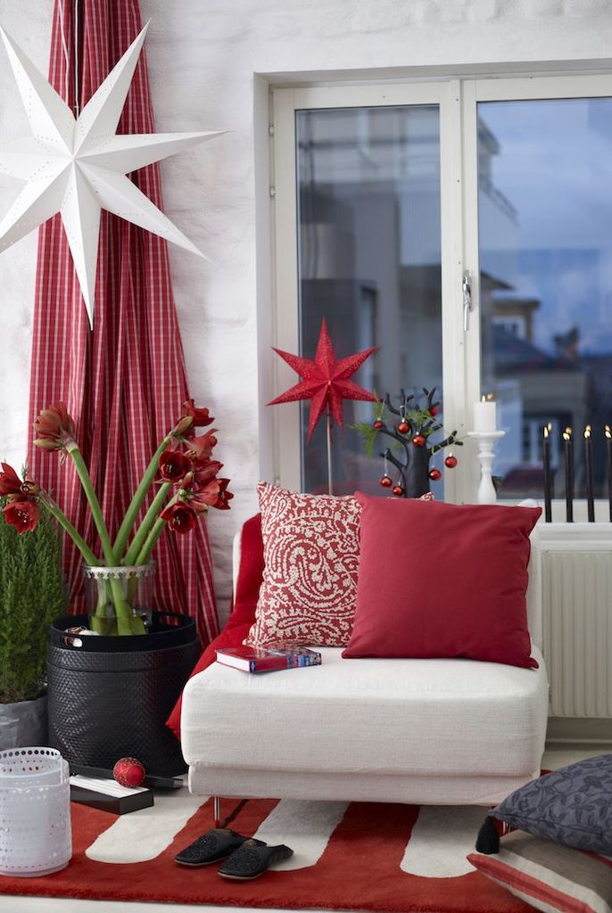 Modern-farmhouse-living-room-with-red-and-white-star-ornaments-to-perfect-your-living-room